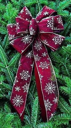 C24 - Burgundy Sheer Gold Glitter Snowflake over Burgundy Velvet